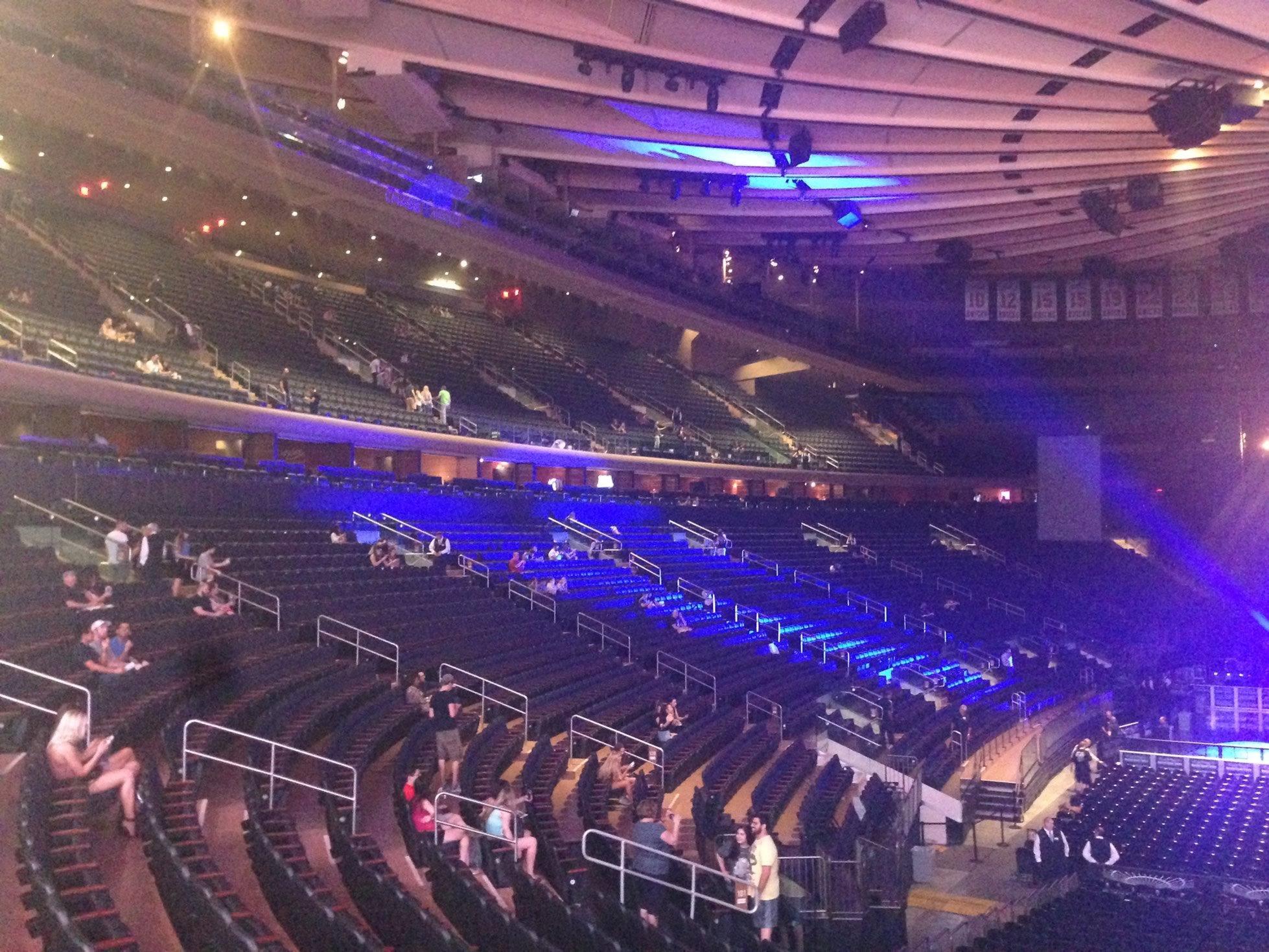 Madison Square Garden: Madison Square Garden 100 Level Side