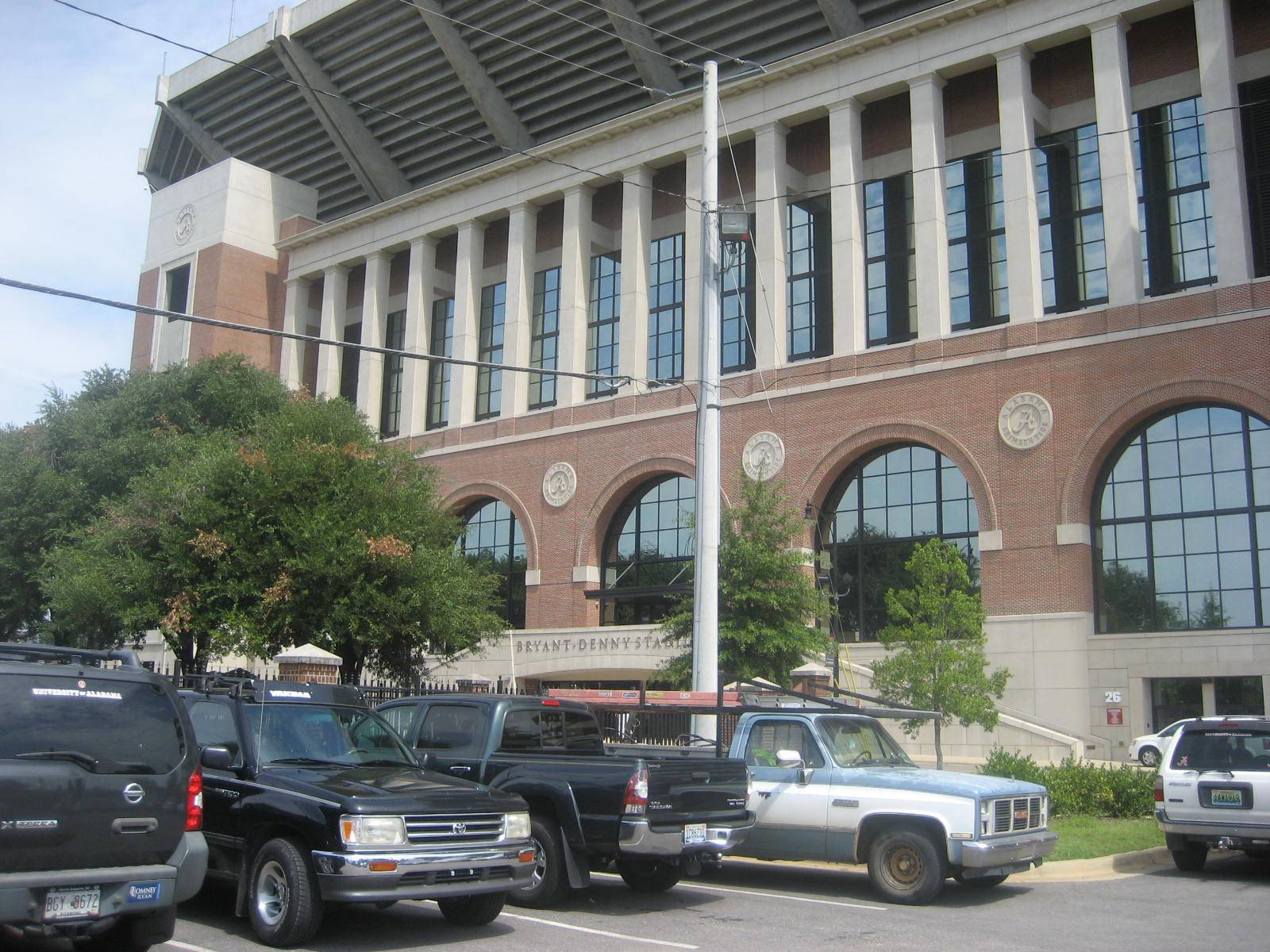 bryant denny stadium close parking