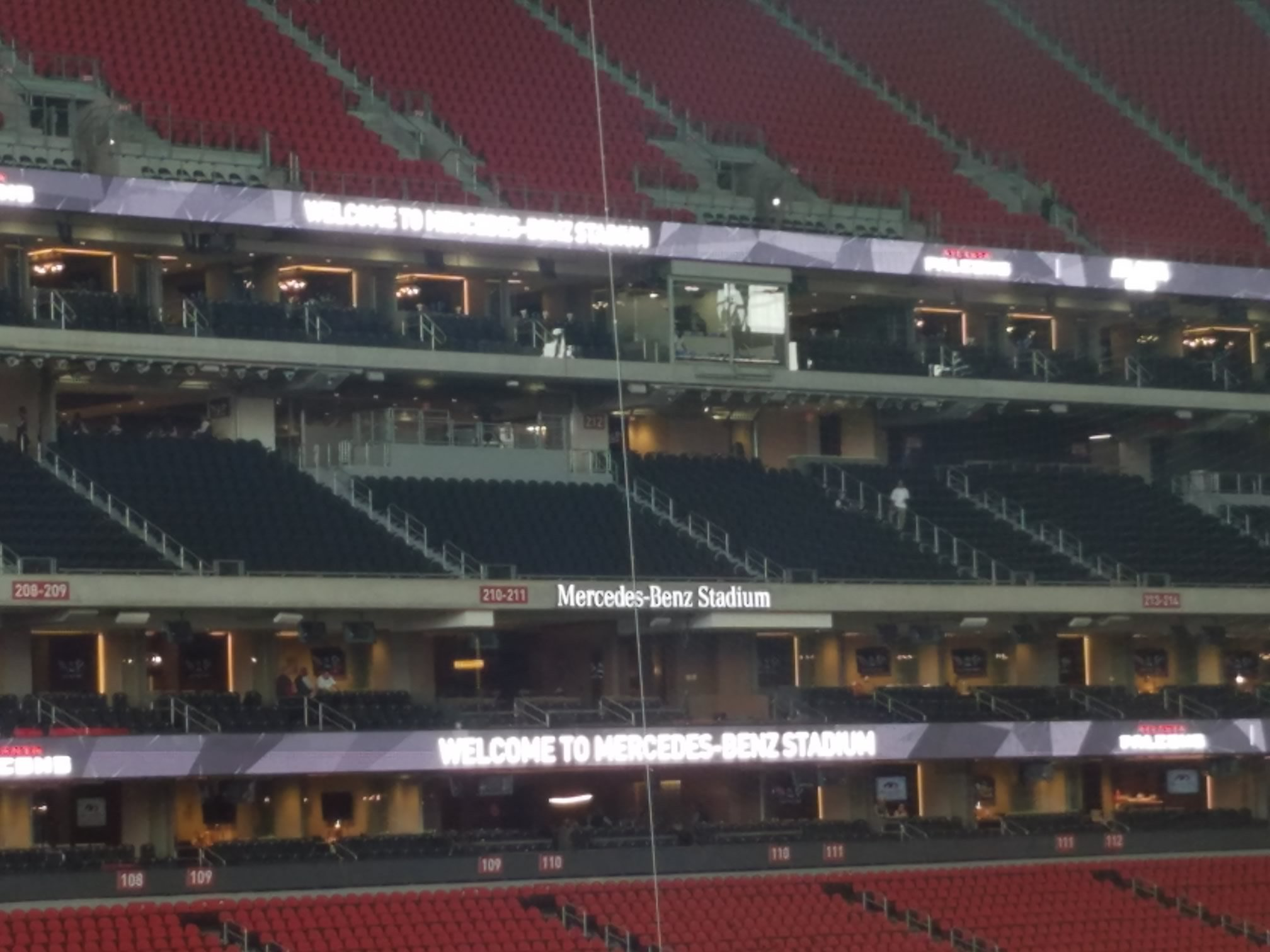 Atlanta falcons club seating at mercedes benz stadium for Mercedes benz superdome suites