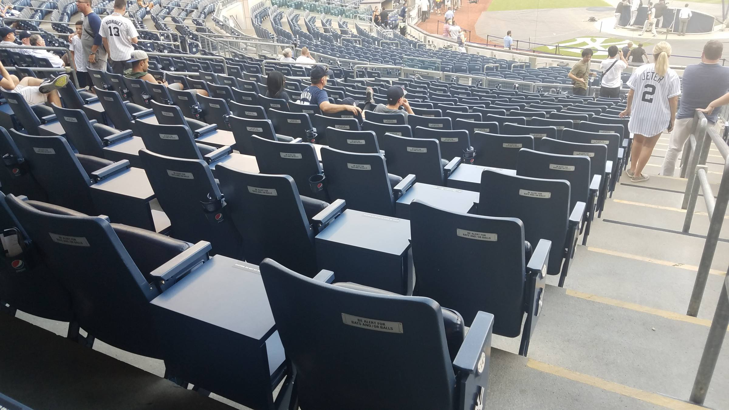 yankees stadium seats with tables
